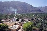 Oman, la plaine de la Batinah, Rustaq. Vue sur Rustaq depuis le fort, le village est un espace de guérison, warm springs, la plus notable étant Ain al Kasafa. Ses eaux s'exécute à 45 ° c et est considéré comme un remède pour les maladies de peau et les rhumatismes en raison de sa teneur en soufre. Il y a trois oueds populaires à visiter.