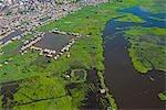 Pérou, Amazone, Amazone, Iquitos. Vue aérienne du port, port et des établissements d'Iquitos, la principale ville du bassin amazonien supérieur.