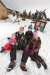 Familie im Hinterhof im Winter, Steamboat Springs, Colorado, USA