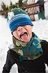 Jungen spielen im Schnee, Steamboat Springs, Colorado, USA