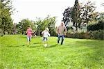 Fußballspielen mit den Großeltern
