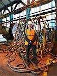 Ingénieur en acier avec des engins de levage