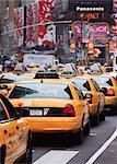 Taxis et trafic à Times Square, Manhattan, New York City, New York, États-Unis d'Amérique, l'Amérique du Nord