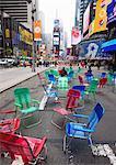 Chaises de jardin dans la rue pour le public de s'asseoir et se détendre dans la zone piétonne, Times Square, New York City, New York, États-Unis d'Amérique, l'Amérique du Nord