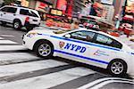 Voiture de police à Times Square, Midtown, Manhattan, New York City, New York, États-Unis d'Amérique, l'Amérique du Nord