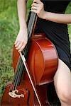 Foto von Hände spielen Violoncello abgeschnitten
