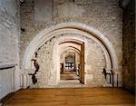 Abbaye de Denny. Vue intérieure de l'abbaye de premier étage arches.