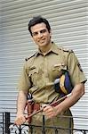 Porträt eines Polizisten Lächeln