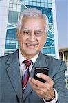 Nahaufnahme von einem Geschäftsmann Textnachrichten