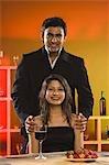 Porträt eines Paares in einer bar