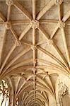 Église de voûtes, typique architecture manuéline, Mosteiro dos Jerónimos (monastère des Hiéronymites), datant du XVIe siècle, patrimoine mondial UNESCO, Belem, Lisbonne, Portugal, Europe