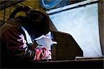 Enduit usine textile, atelier d'entretien, soudeur, effectuer le soudage à l'arc
