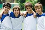 Junge Fußball-Teamkollegen, portrait