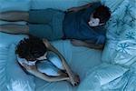 Paar mit Meinungsverschiedenheiten im Bett