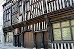 France, Centre, Gallardon, maison en bois