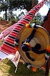 Maroc, près de Tanger, de tissus et de chapeaux berbère