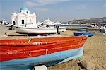 Grèce, Mykonos, Cyclades, Hora, chapelle au bord de la plage
