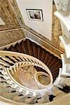 La Hollande septentrionale, Amsterdam, escalier du Musée du théâtre