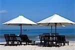 Indonésie, Bali, plage de Jimbaran, chaise longue