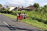 Écolières de Bali, en Indonésie,