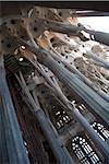 Intérieur avec des colonnes et des fenêtres, église de La Sagrada Familia, Barcelone, Catalogne, Espagne, Europe