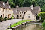 Maisons près du ruisseau, le village de Castle Combe, Cotswolds, Wiltshire, Angleterre, Royaume-Uni, Europe