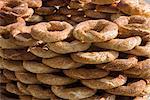 Traditionnels turcs bagels aux graines de sésame pour la vente, Istanbul, Turquie, Europe