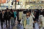 Piétons dans l'arrondissement de Shibuya, Tokyo, Japon