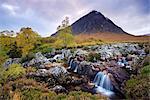 La rivière Coupall et Buachaille Etive Mor en automne, Glen Etive, Highlands, Ecosse, Royaume-Uni, Europe