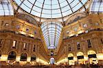 Galleria Vittorio Emanuele à la nuit tombante, Milan, Lombardie, Italie, Europe