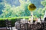 Tabelleneinstellung zur Hochzeit im freien