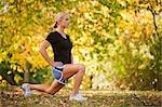Femme étirement après une course, Seattle, Washington, USA