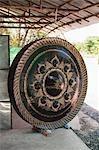 Kaufen Sie verkaufen Metall Gongs für buddhistische Tempel, Provinz Ubon Ratchathani, Nordost-Thailand