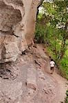 Femme de randonnée, Parc National de Pha Taem, Province d'Ubon Ratchathani, Thaïlande