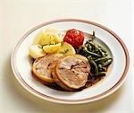 Peluche selle d'agneau (allemand Heath) avec pommes de terre & de haricots