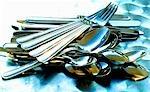 Messer, Gabeln, Löffel und Teelöffel