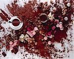 Stilleben: Schokolade, Schokolade und Kakaopulver