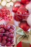 Christmas decoration: cranberries & Christmas tree baubles