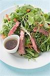 Steak salade avec la vinaigrette balsamique