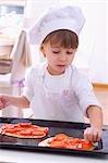 Mädchen Pizza machen