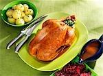 Rôti d'oie, raviolis, chou rouge et sauce