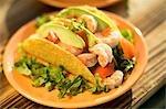 Zwei Garnelen-Tacos mit Avocado