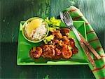 Goulasch de boeuf avec le céleri et le riz