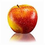 Pomme rouge et jaune avec des gouttes d'eau et de la réflexion