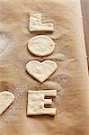 Ausschnitt 'Liebe' Kekse auf Pergament Backen