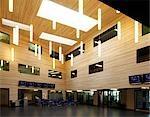 Surrey County Council de Christ College et étang Prairie School, Guildford. Nouveau special a besoin de l'école primaire et école secondaire à Guildford. Architectes : DSDHA