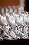 Ligne de verres à vin à la réception