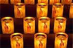 France, Paris, bougies dans la cathédrale de Notre Dame
