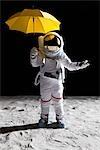 Un astronaute sur la lune, tenir un parapluie