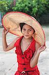 Fille portant chapeau